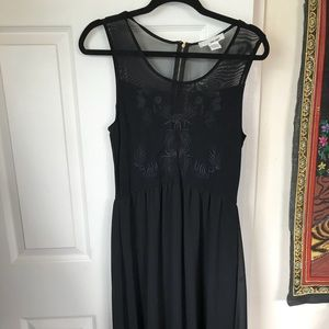 Black midi dress with floral mesh accent 🖤